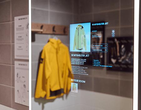 Interaktive spejle er med til at gøre instore oplevelsen digital i Adidas' nye butik i London